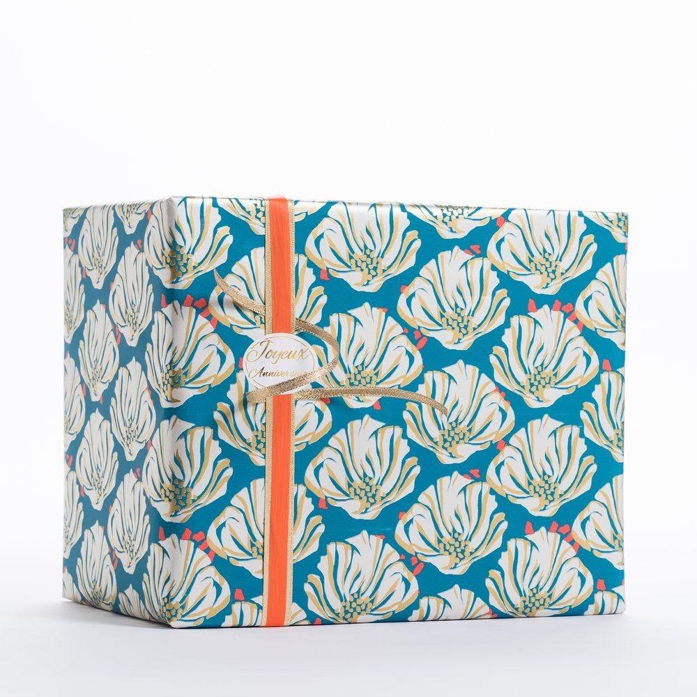 Papier cadeau fleurs sur fond bleu en 0,70 x 100 m (photo)