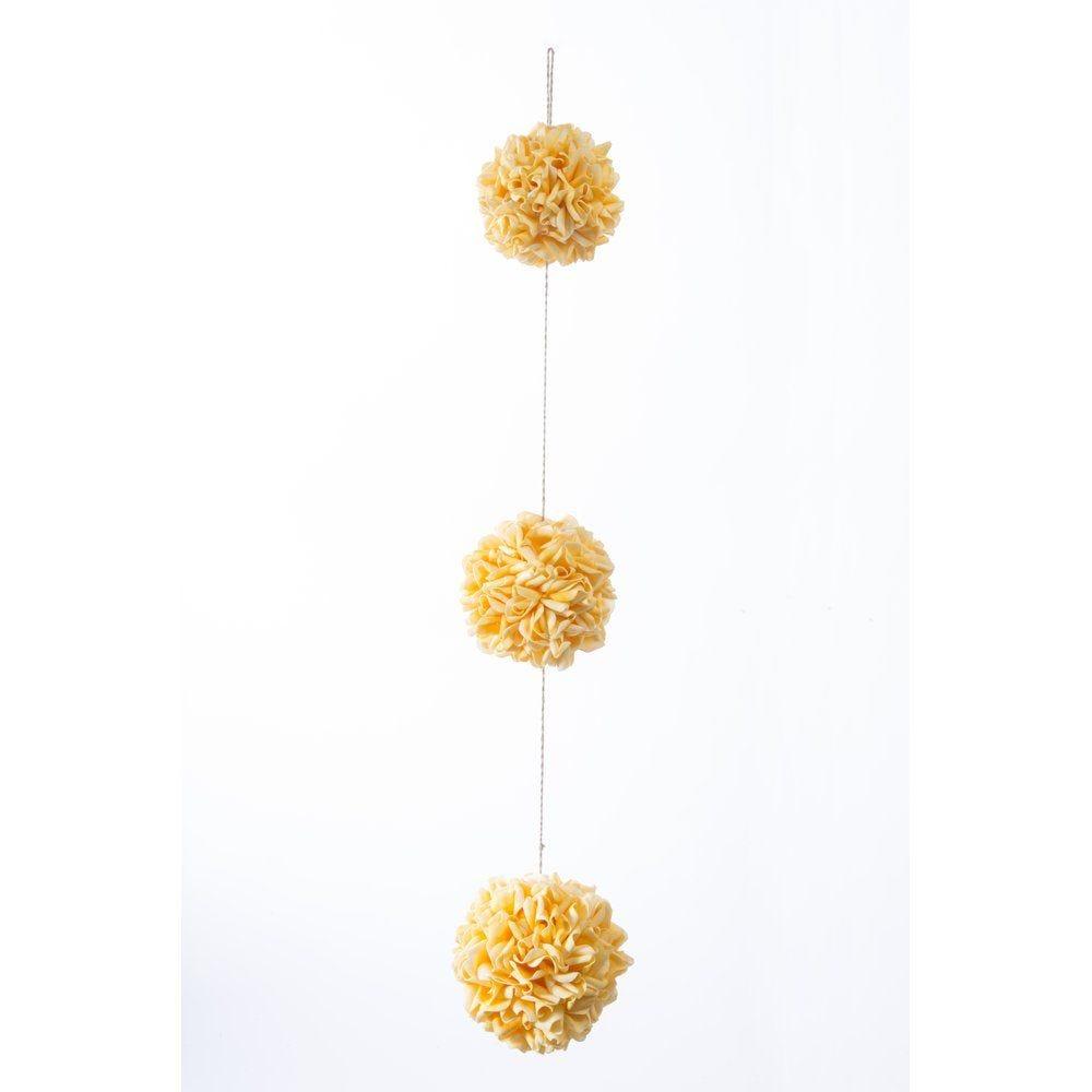 Guirlande de 3 boules de pétales jaunes L.90cm (photo)