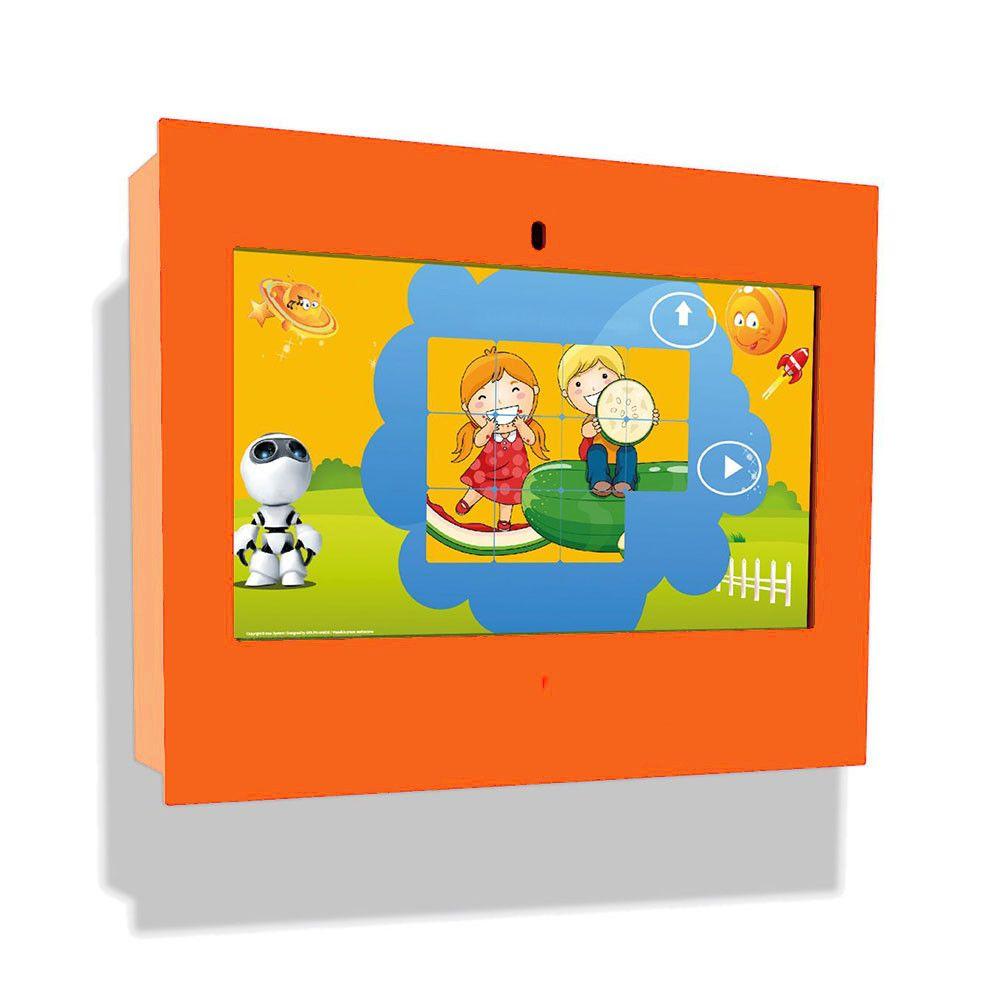 Borne intéractive murale box orange pour les enfants de 3 à 12 ans (photo)