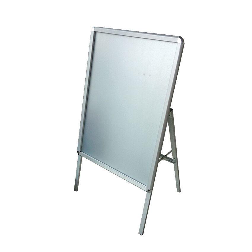 Chevalet aluminium 1 face 60 cm x 85 cm à système clic clac usage extérieur (photo)
