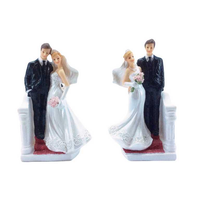 Couple de mariés descendant l'escalier 13,1 x 8 x 5 cm 2 mod ass - par 6 lots de