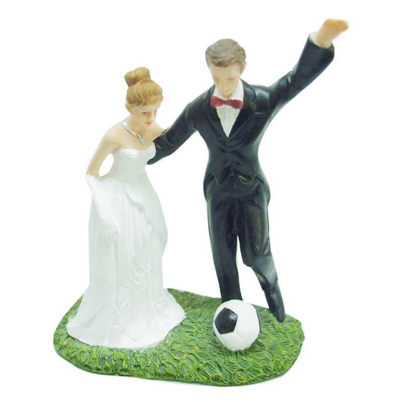 Couple de mariés fantaisie football 15,5 x 13 x 6 cm - par 6 lots