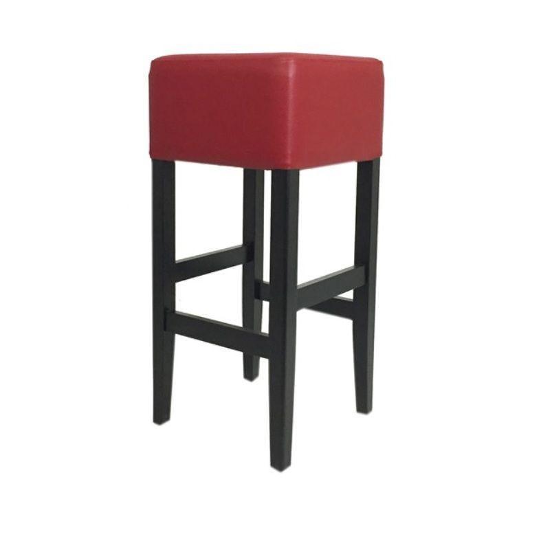 Tabouret de bar en bois sur 4 pieds avec assise carrée tapissée coloris rouge (photo)