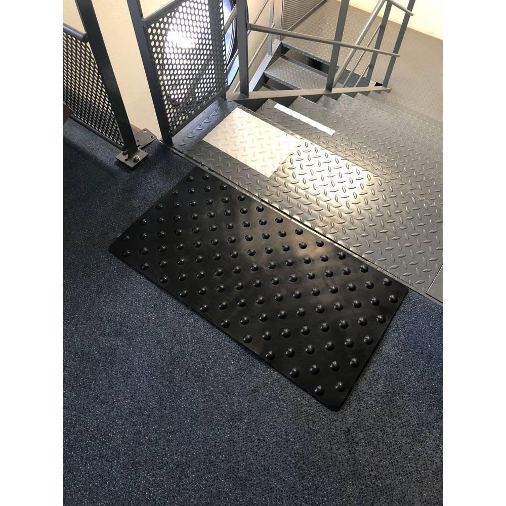 Dalles podotactiles en caoutchouc 1.5 - 420 x 800 mm - Noir - À l'unité