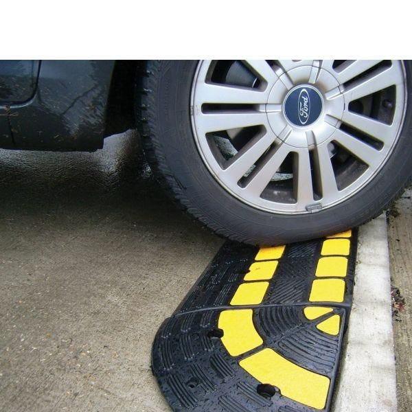 Rampe de trottoir avec passe cable integré opto 150 mm