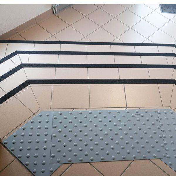 Dalle podotactile grise watelin - auto-adhésive -intérieure 445 x 400 mm