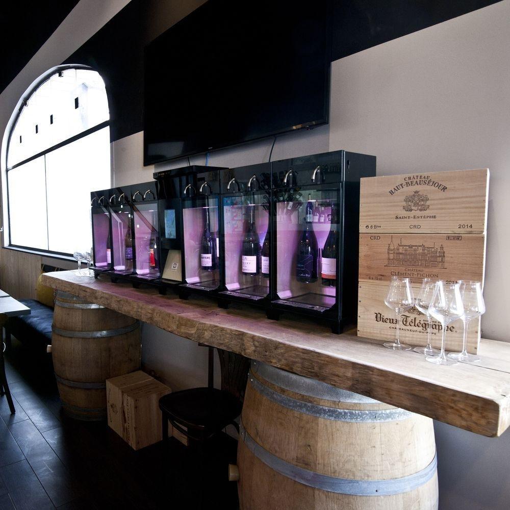 Distributeur de vin au verre 12 bouteilles en libre service-installation incluse (photo)