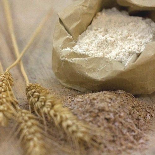 Les essentiels en boul'pat : blé, farine, levure, beurre, margarine, huiles