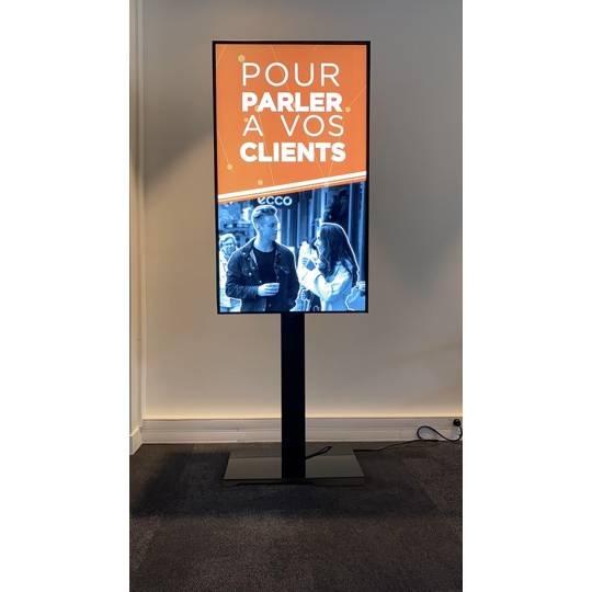 """Afficheur pro sur pied haute luminosité 49"""" (124 cm) - Prix mensuel loc. 39 mois (photo)"""