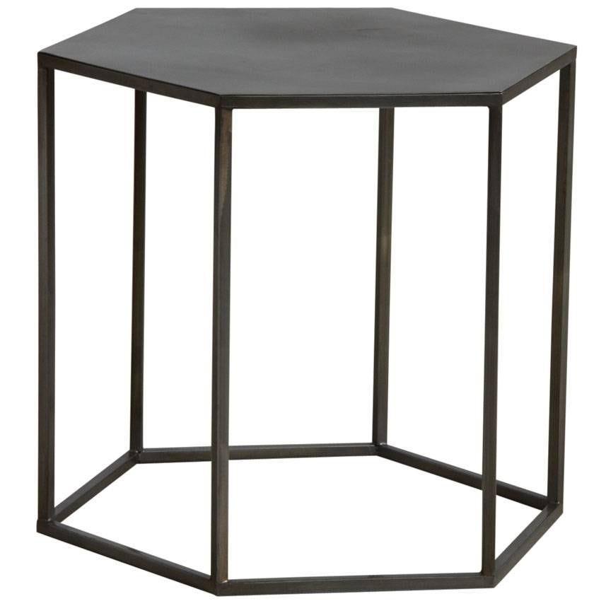 Table d'appoint hexagonale en métal doré vieilli  50x44x45