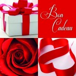 Bon cadeau décor rose rouge, paquet cadeau et ruban 12x12cm par 12