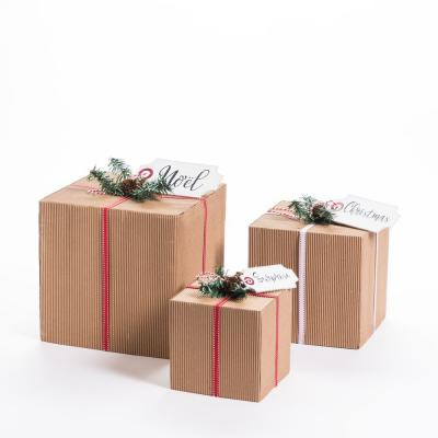 Paquets cadeau en carton L 25 x H 28+ L 20 x H 23+  L 15 x H 18 cm-Noël Eternelle Tradition